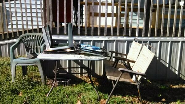 Outdoors table and chairs total of 6 chairs