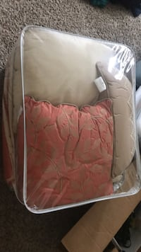 FULL/QUEEN Comforter, pillows and 2 Pillow Cases Fort Collins, 80524