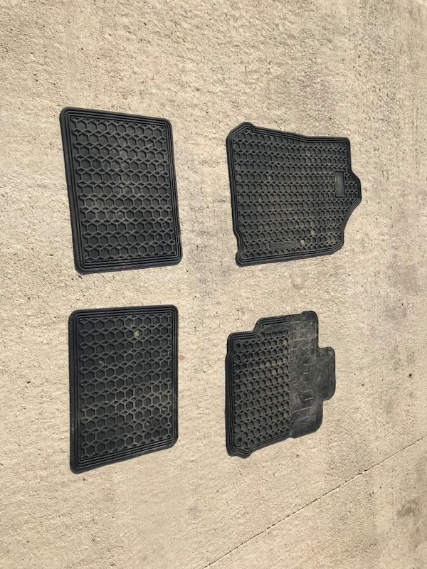 Used Toyota Camry Rubber Floor Mats For Sale In Winnipeg Letgo