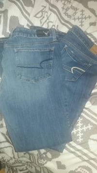 2 pair of American Eagle jeans size 12 Greenville, 24440