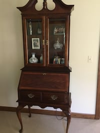 Brown wooden framed glass display cabinet Long Grove, 60047