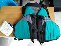 West Marine Flotation Vest Type III PFD Adult SM MED NEW With Tags Alexandria