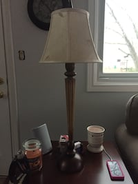 white table lampshade and brass table lamp base Thorold, L2V