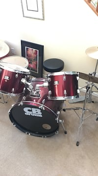 red and black acoustic drum kit Gilbert, 85295
