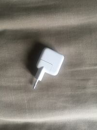 hvit Apple USB strømadapter 6243 km