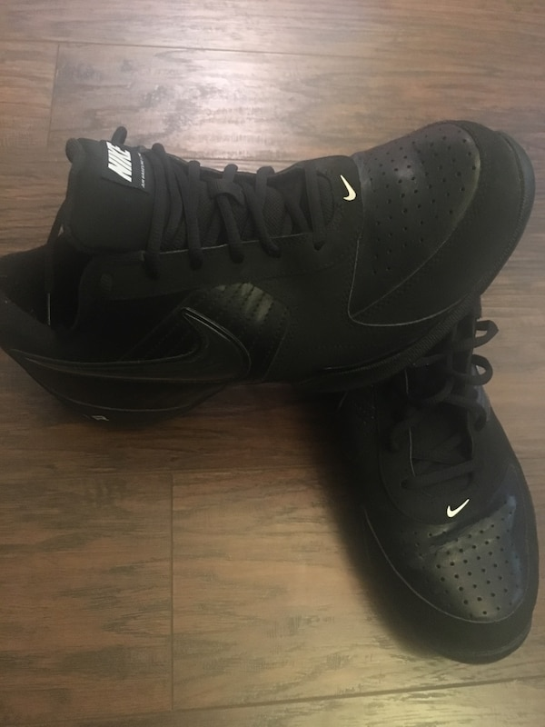 221bb7221087 Men s Nike air baseline low like new only worn 2 times size 11 usado ...