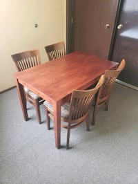 Small dining table +4 chairs