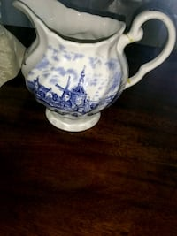 Rare tulip time creamer. By english artist pitcher Jacksonville, 32216