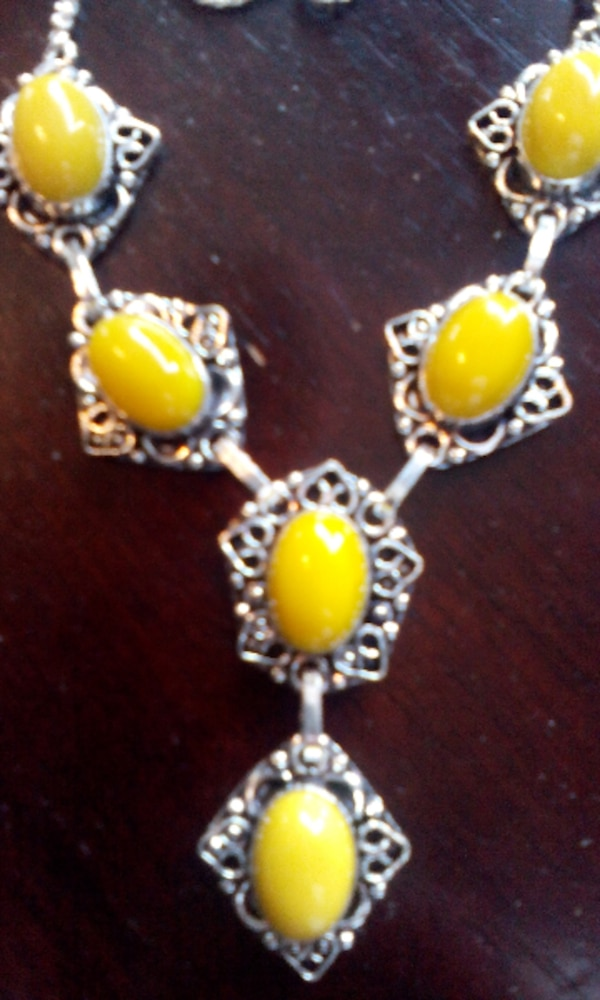 ITS SO SUMMER STONE AGATE NECKLACE $10