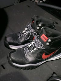 Nike hiking boots size 9 paid $120  wore 5 times broke ankle cant wear