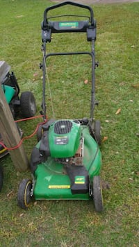 John Deere Self propelled mower/runs good 887 mi