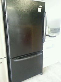 black bottom-mount refrigerator Montréal, H4K 1M9