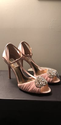 Badgley  Mischka Darling Heels in pink size 7.5 Silver Spring, 20906