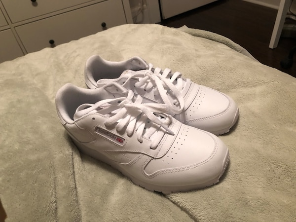 62cbe83437d Used White Sneakers (Reebok Classic Leather Junior  size 6) for sale in  Belleville - letgo
