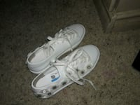 pair of white Nike low-top sneakers Hesperia, 92345