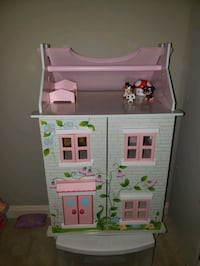 portable dollhouse & furniture included only Montclair, 22025