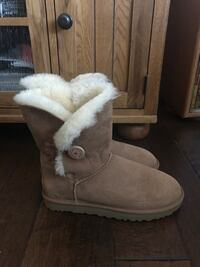 UGG Bailey Button II Women's Size 11 2235 mi