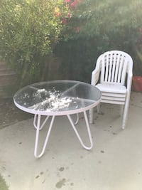 Round white metal and glass table with four chairs Glendora, 91740