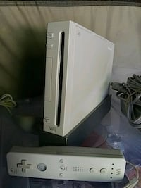 white Nintendo Wii console with controller Brandywine, 20613