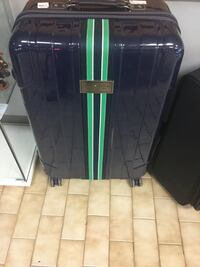 blue and green hard shell luggage 538 km