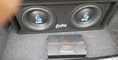 Two 12 inch subwoofers and 1000 watt amp