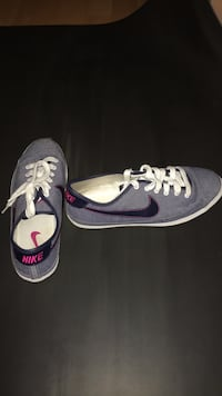 Never worn Women's Nike shoes size 7.5 Coquitlam, V3C 3L3