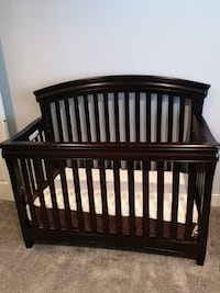 Baby crib set with 2 dressers Surrey, V3S 1J9