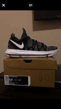 unpaired black and white Nike Air Max shoe with box Cedar Hill, 75104
