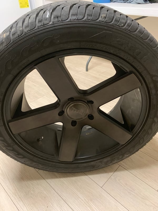 Dub ballers 22.5 fits 14-19 tundra brand new tires less than 200 miles on them bed30dd8-4d23-4713-aaa5-882d3981f373