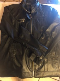 Fitted men's medium leather jacket - good condition.  North Miami Beach, 33162