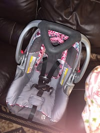 Baby trend infant car seat w/ 2 bases