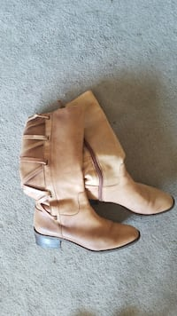 pair of brown leather boots Clearwater, 33755