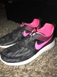 Nike roshe size 7 North Fort Myers, 33903