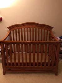 Matching Simmons Crib and Dresser set (No Mattress) 810 mi