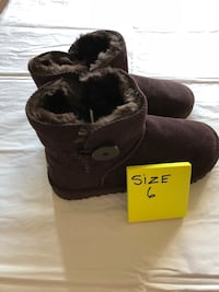 NWT-Short Ankle Chocolate Brown 1 button Boots w/ Fur inside. Sz. 6 Los Angeles, 91401