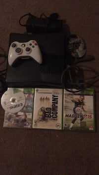 Xbox 360 console with controller and game cases Washington, 20024