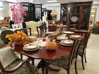 Table with 6 Chairs, extension & Custom Table pad Monroe