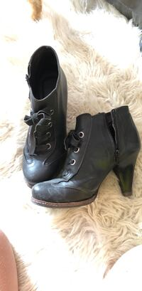 pair of black leather boots Монреаль, H9H 4X1