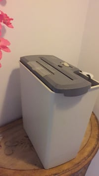 Black and gray paper shredder  Toronto, M6M 0B2