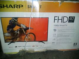 40 inch smart tv brand new in box quick sale***** 120$
