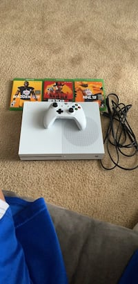 white Xbox One console with controller games included Germantown, 20874