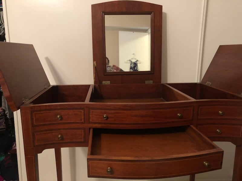 PENDING - Beautiful Vanity with Lots of Storage 898b8733-a100-47f4-88b7-33fc71a217e0