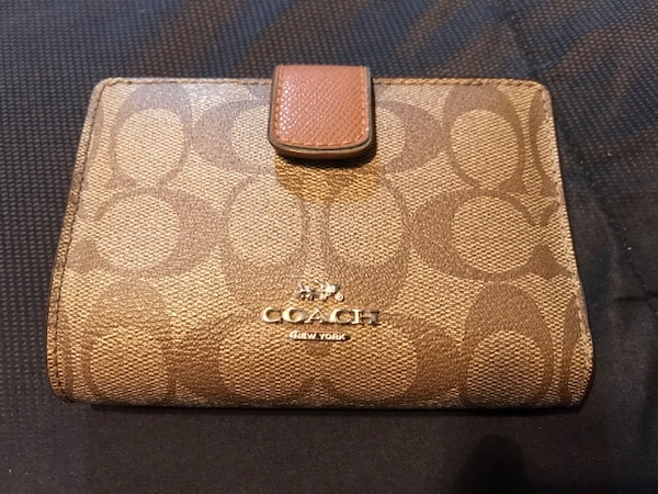 c7724f83c231 Used Coach Wallet for sale in League City - letgo
