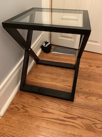 End Table- Dark wood with glass top Kleinburg, L0J