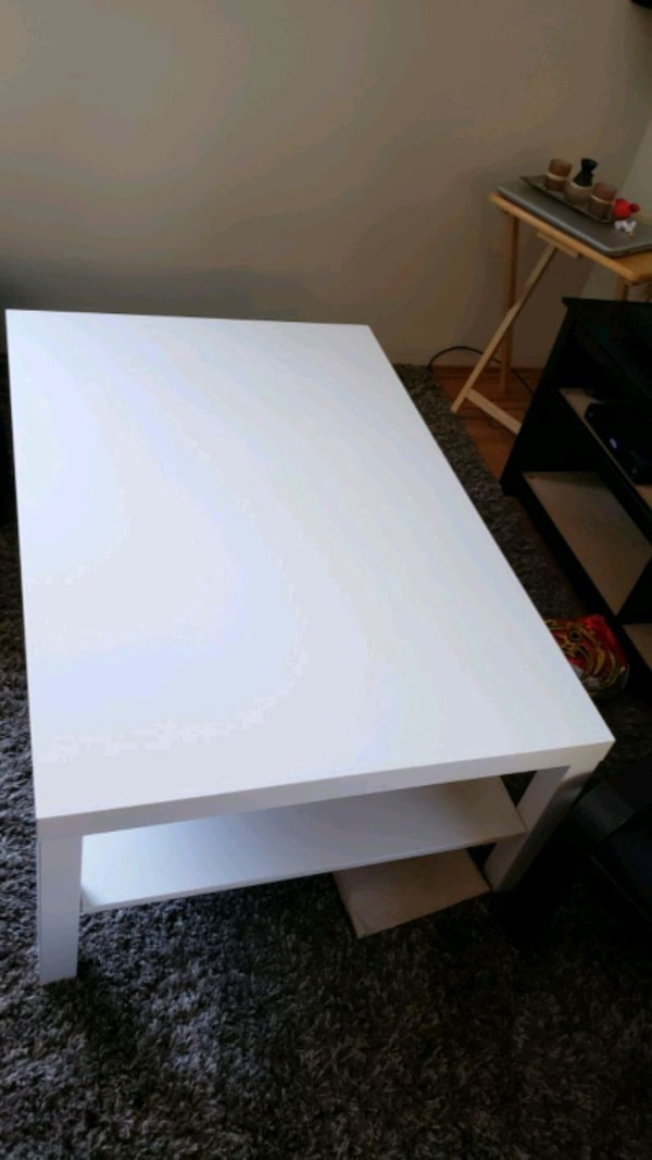 Large coffee table (ikea) b17912da-81c1-4c3c-bdf2-cfc2c79d94e2