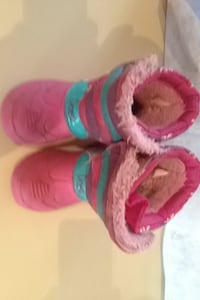 pair of pink-and-blue mid-calf snow boots Calgary, T3J