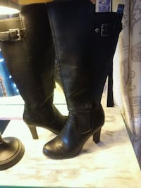 Guess boots size 6 North Vancouver, V7N 3T9