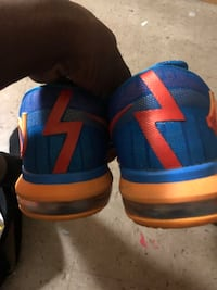 KEVIN DURANT SPECIAL EDITION SNEAKERA  New York, 10473