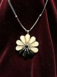 Big flower necklace black and white flower Palmdale, 93550
