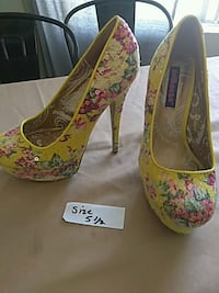 pair of green-and-red floral pumps Santa Ana, 92703